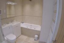 Guest bathroom at Top Barn